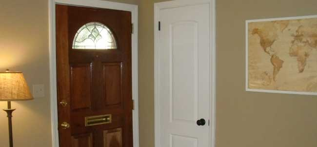 What to do when installing a wooden door?